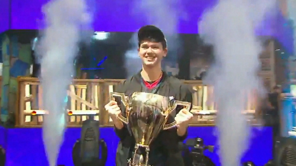 American Kyle Giersdorf holds up a trophy after becoming the first Fortnite world champion in the solo division, winning US$3 million on Sunday, July 28, 2019. (Twitter / FNCompetitive)