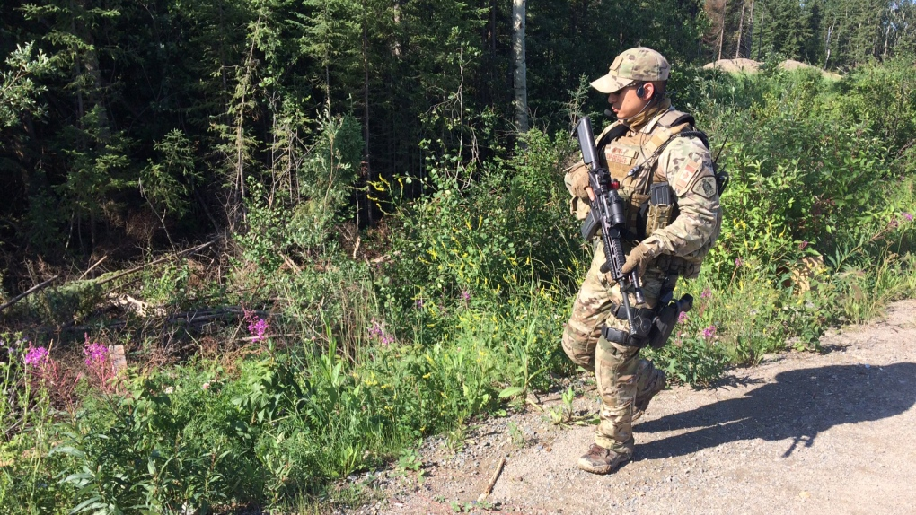 B.C. murder suspects manhunt shifts focus; tensions high in northern Manitoba