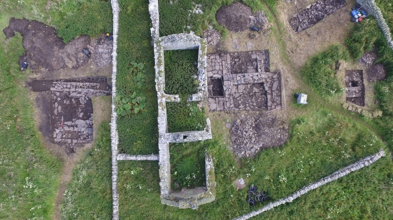 Archeologists uncover possible Viking drinking hall on Scottish