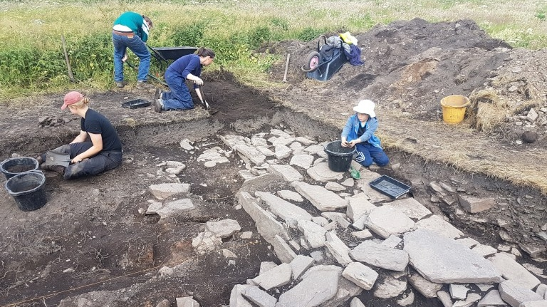 Archeologists uncover the northern wall of Skaill Norse Hall (UHI Archaeology Institute)