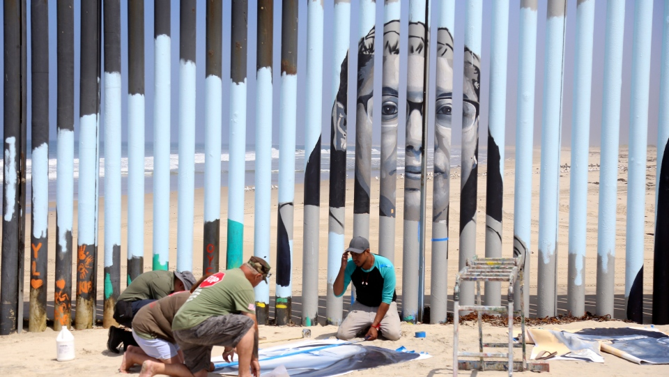 Mexico mural border