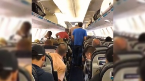 Timelapse video of passengers leaving plane