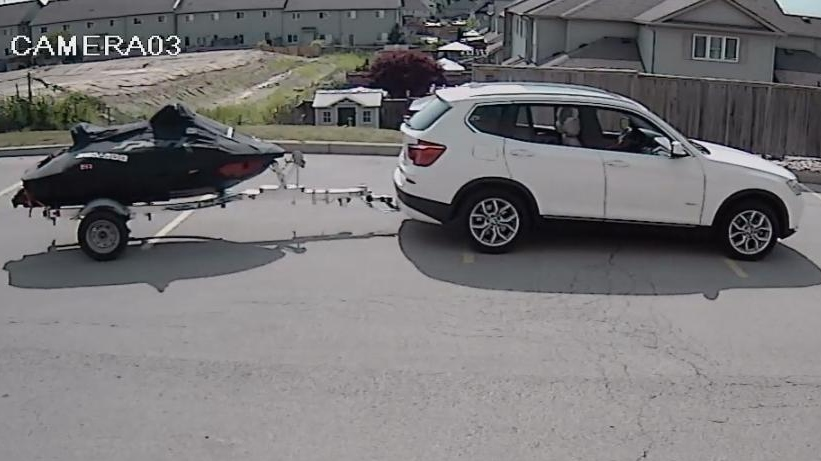 Police are looking to ID this SUV hauling a personal watercraft. (@OPP_HSD / Twitter)