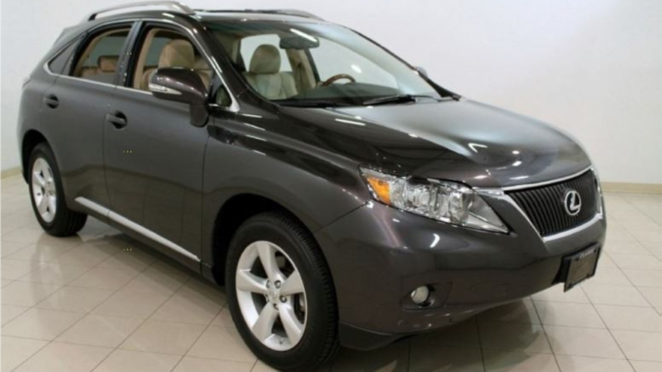Peel police are searching for a vehicle, described as a Lexus RX350, that is believed to have been used by the suspects. (Peel police)