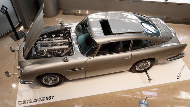 James Bond Aston Martin