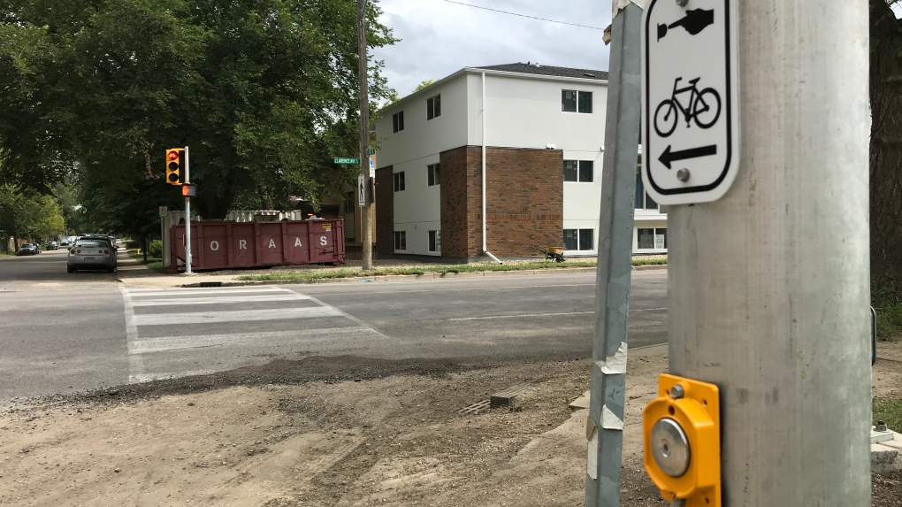 New crossing lights with signal for cyclists make debut in Saskatoon