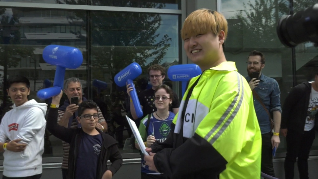 Local fans flock to meet members of Vancouver's new e-sports team
