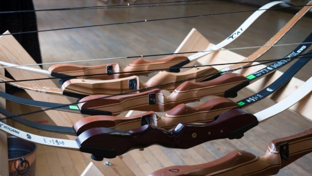 Lykopis stolen bows