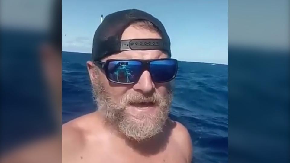 Antonio de la Rosa paddled about 4,000 kilometres from California to Hawaii over 76 days. (Antonio de la Rosa / Instagram)