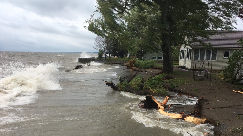 Waves near the homes on Erie Shore Drive in Chatham-Kent, Ont., on Tuesday, Aug. 27. (Chris Campbell / CTV Windsor)