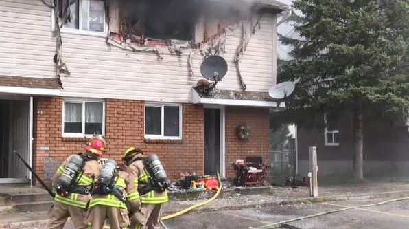 North Bay fire crews douse townhouse fire (Eric Taschner/CTV Northern Ontario)