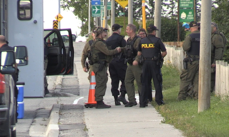 Police crew on site of a standoff in Timmins (Lydia Chubak/CTV Northern Ontario)