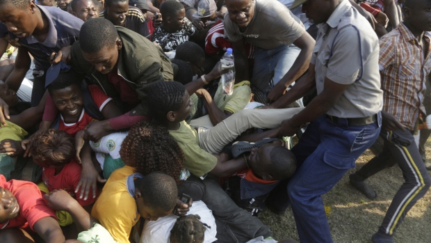 Mourners stampede after Mugabe's coffin arrives