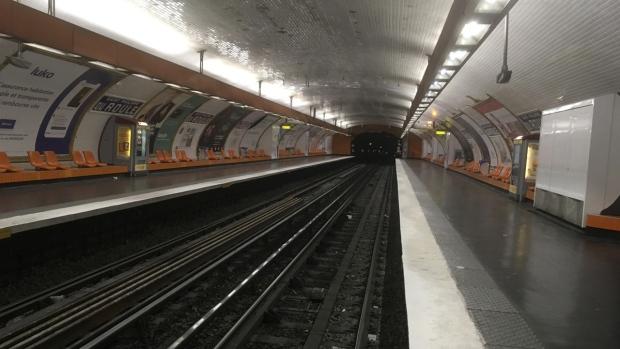 An empty metro line platform in Paris