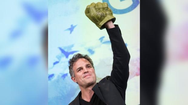 Mark Ruffalo with a 'Hulk' hand