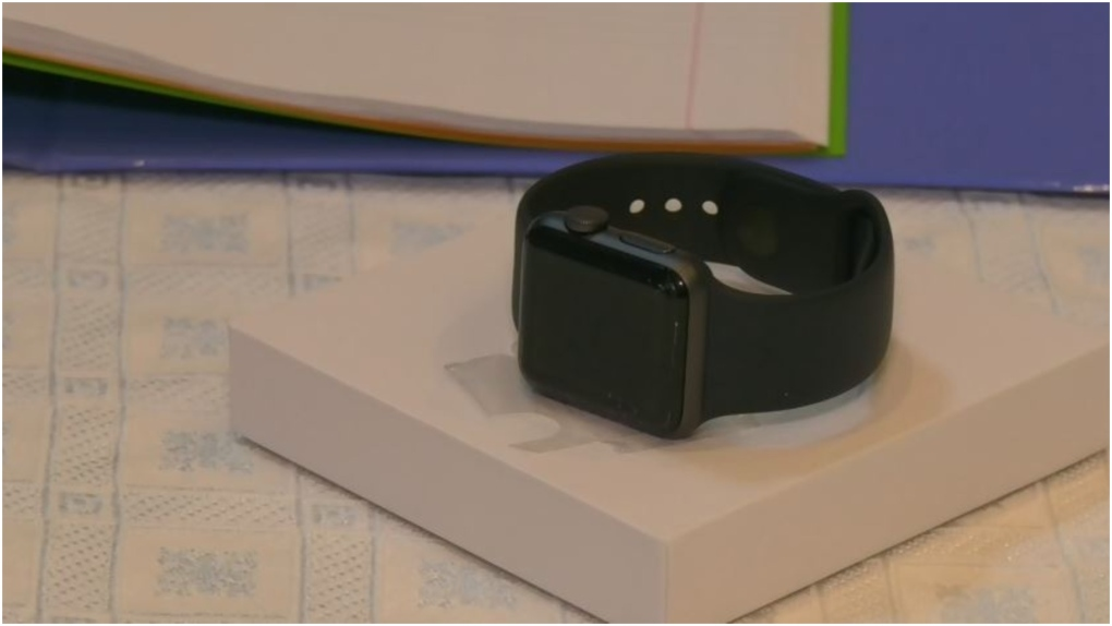 Apple agrees to replace cracked screens on some Apple Watches