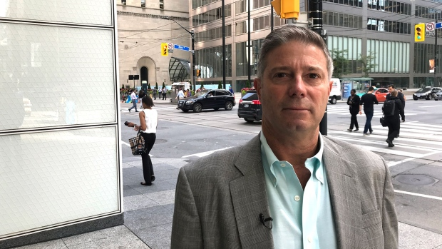 Man loses $19,000 in 27 minutes after 'calculated thieves' snatch wallet in financial district