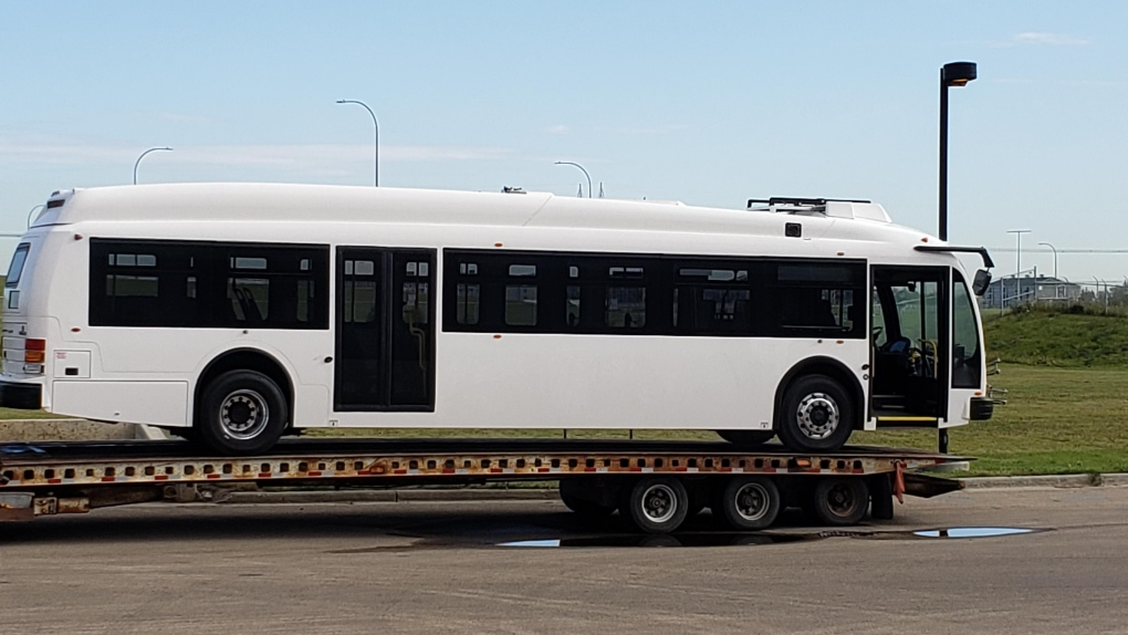 Edmonton's first electric 'test' bus comes to town