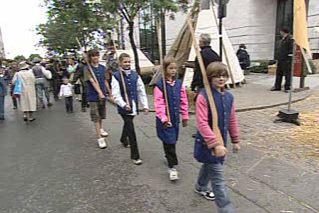 Children dressed as soldiers march through Old Montreal (Aug. 29, 2009)