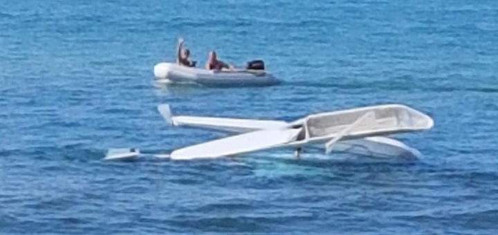 Boaters rescue two after aircraft crash