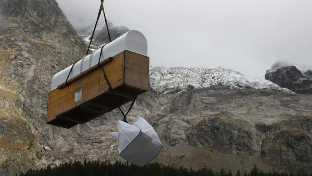 Mont Blanc Glacier Poised to Collapse, Italy Evacuates Area