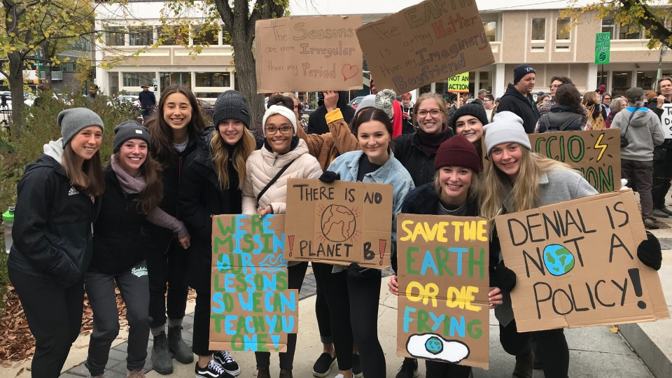 Hundreds of people joined a climate strike in Saskatoon on Sept. 27, 2019. (Chad Leroux/CTV Saskatoon)
