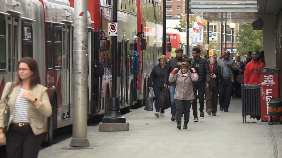 Commuters at Rideau station on Mackenzie Bridge