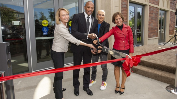 Dr. Dre, Iovine unveil high-tech new building at USC