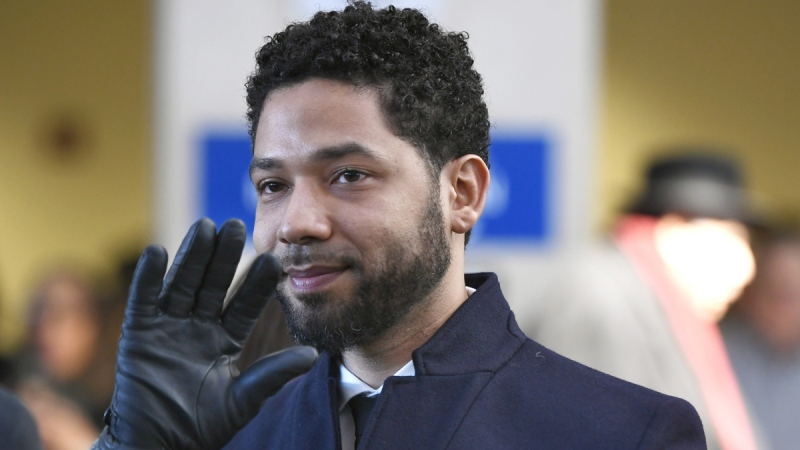 Jussie Smollett smiles and waves to supporters before leaving Cook County Court after his initial charges were dropped, in Chicago, on March 26, 2019. (Paul Beaty / AP)