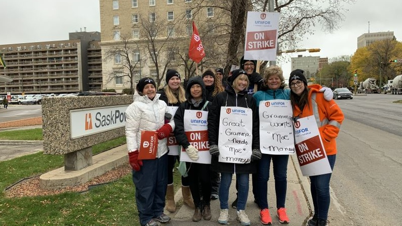 Unifor members pose for a photo outside the SaskPower building in Regina. (Marc Smith / CTV Regina)