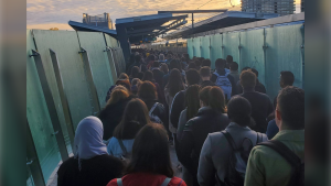 A line of people waiting to catch the LRT at Hurdman Station Thurs., Oct. 10, 2019. (Photo credit: Daniel Burnside/Twitter)