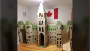 Robert Coleman spent a year transforming his daughter's bunk bed into a replica of Parliament Hill's Centre Block building. (Robert Coleman)