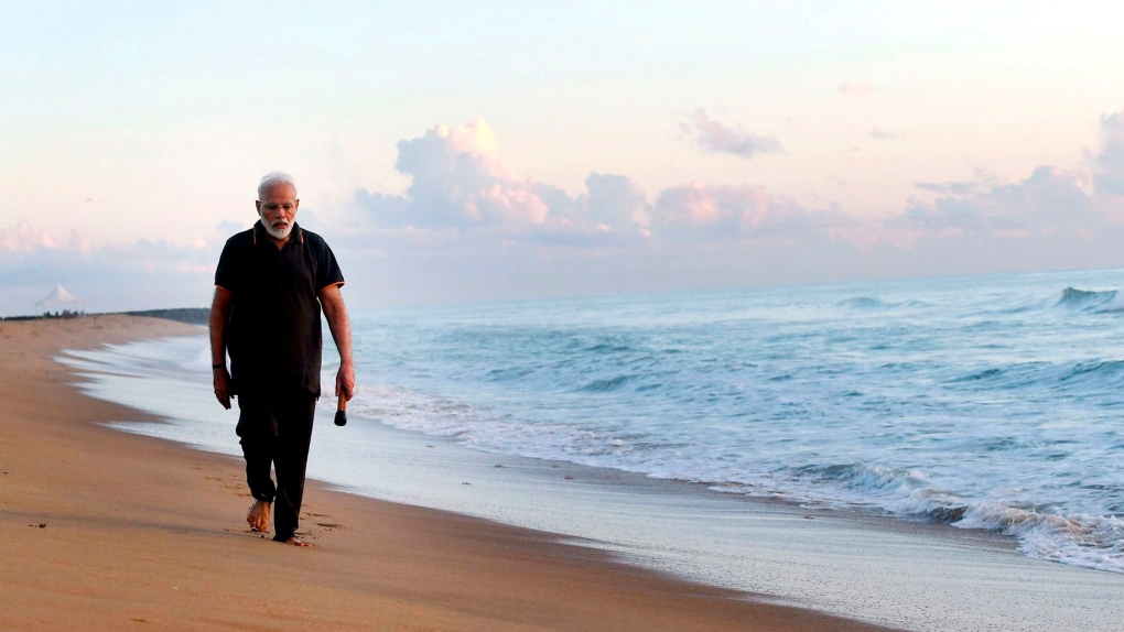 Indian Prime Minister Modi picks up trash from beach