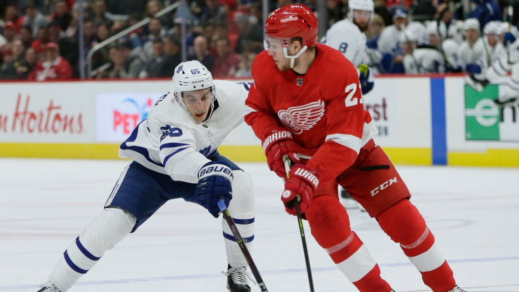 Maple Leafs beat Red Wings 5-2 to snap 3-game skid