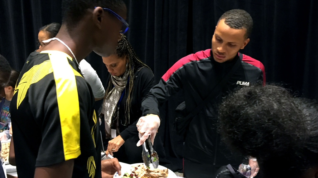 Andre De Grasse spends Thanksgiving giving back to his community