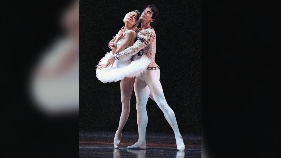 "In this Jan. 14, 1990 file photo, ballet stars Alicia Alonso, 72, left, and Orlando Salgado perform ""Swan Lake"" during a dress rehearsal in New York, for the evening's American Ballet Theater's 50th Anniversary Gala at the Metropolitan Opera House in New York. (AP Photo/Tim Clary, File)"