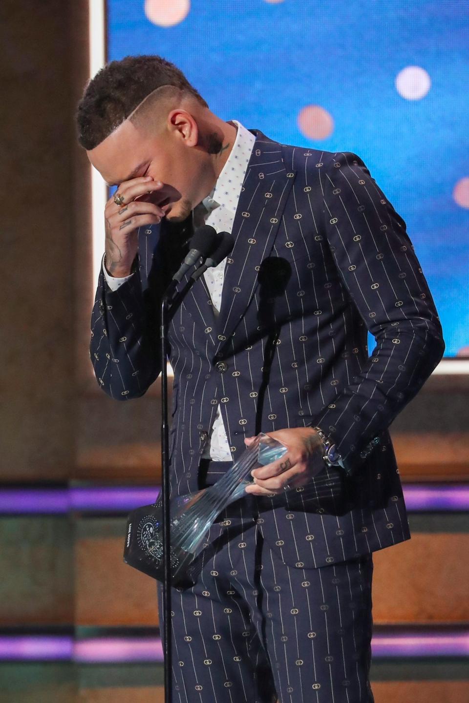 Kane Brown receives Artist of the Year Award at 2019 CMT Artists of the Year at Schermerhorn Symphony Center on Wednesday, Oct. 16, 2019, in Nashville, Tenn. (Photo by Al Wagner/Invision/AP)