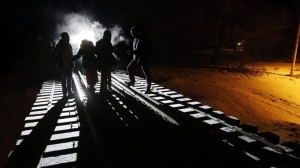 Migrants from Somalia cross into Canada illegally from the United States by walking down this train track into the town of Emerson, Man., Feb.26, 2017. JOHN WOODS / THE CANADIAN PRESS