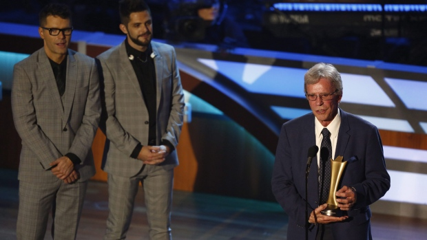 Bob Kingsley accepts the Mae Boren Axton Service Award during the 11th annual ACM Honors at the Ryman Auditorium on Aug. 23, 2017. (Wade Payne / Invision / AP)