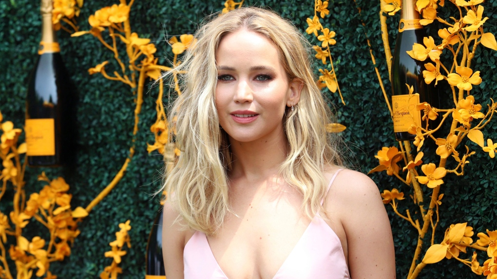 Jennifer Lawrence marries Cooke Maroney