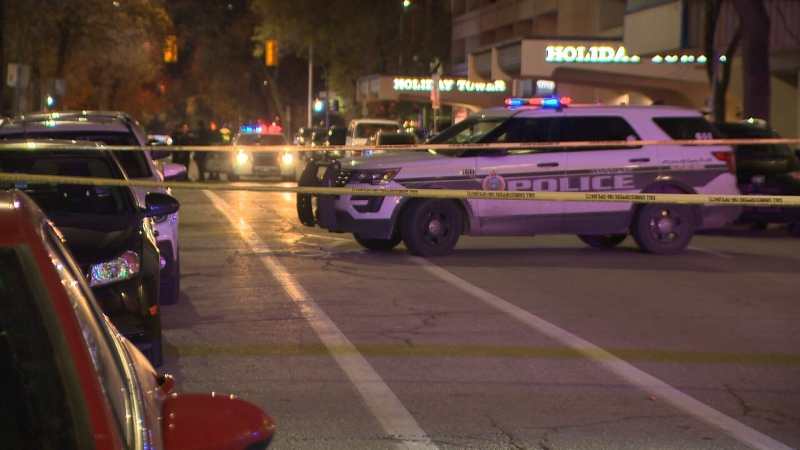 A Winnipeg driver had a frightening experience when – in the middle of an intersection – a suspect allegedly stabbed the hood of the vehicle and threatened to kill them. (File image)