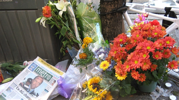 Flowers and notes sit at a makeshift memorial to Darcy Allan Sheppard in downtown Toronto, Wednesday, Sept. 2, 2009. (Sunny Freeman / THE CANADIAN PRESS)