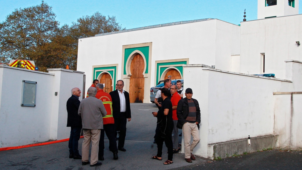 Man shoots, injures 2 men outside mosque in France