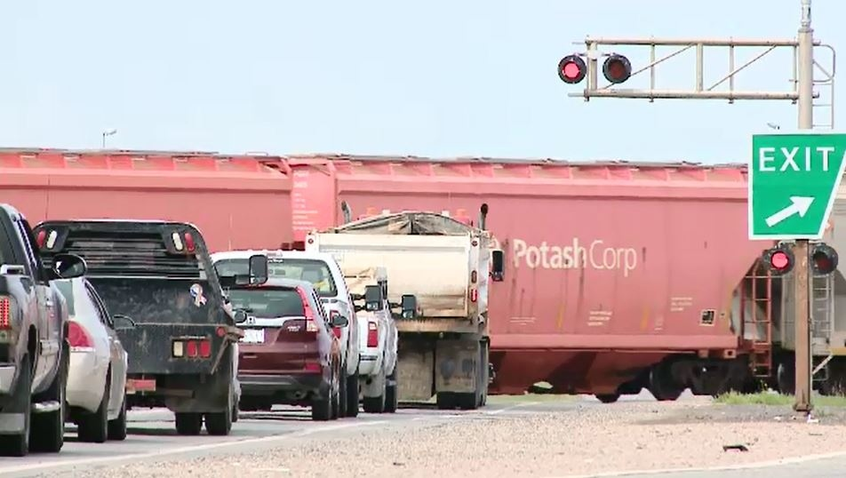 How long can a train legally block a crossing?