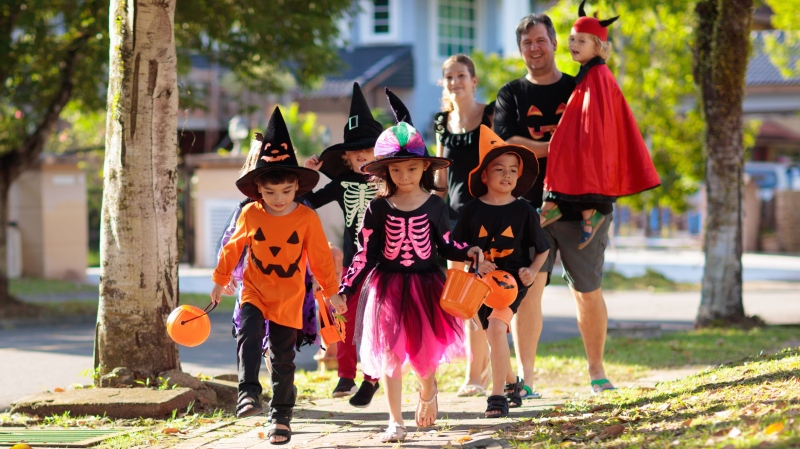 Children trick-or-treating on Halloween. (Shutterstock)