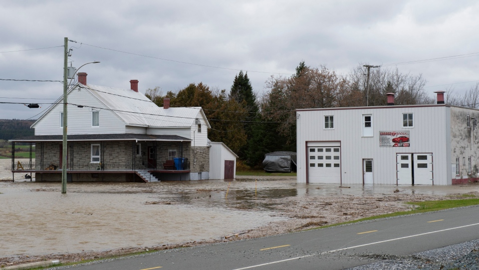 Floods surround garage after Quebec storm