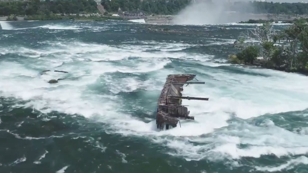 Iron boat from 1918 may fall over Niagara Falls due to storm