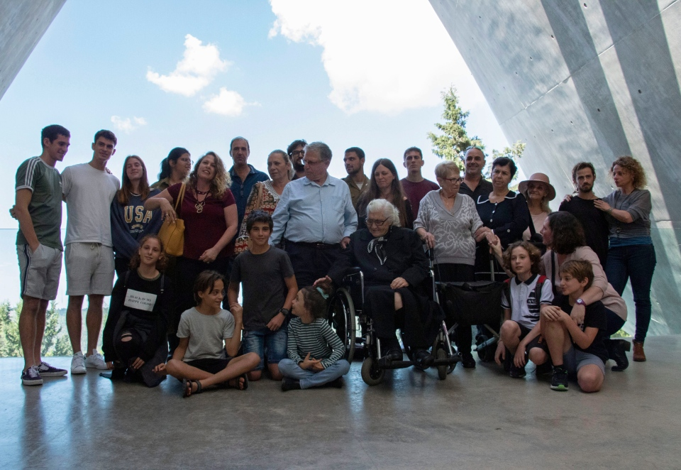 Melpomeni Dina, center right, poses for a group photo during a reunion at the Yad Vashem Holocaust memorial in Jerusalem, Sunday, Nov. 3, 2019. (AP Photo/Patty Nieberg)