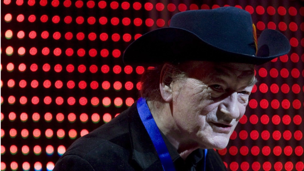 Stompin' Tom Connors at an awards gala in 2009