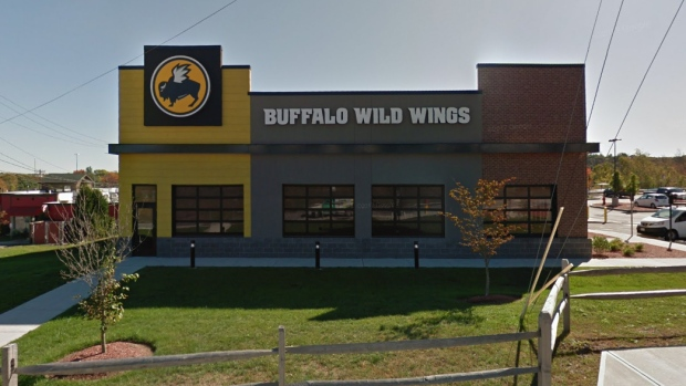Chemical mixture at Buffalo Wild Wings kills employee, sends others to hospital